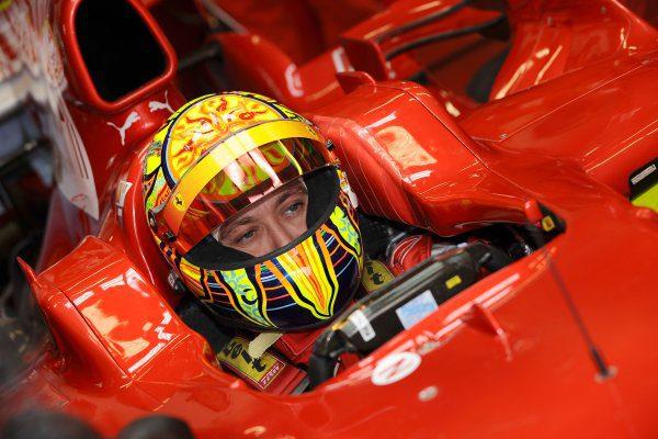 Rossi se entrena en el simulador de Ferrari 001_small