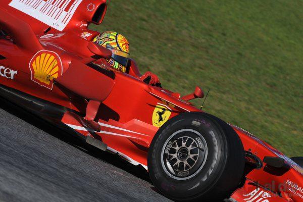 Rossi 'vuela' en su último día de test con Ferrari