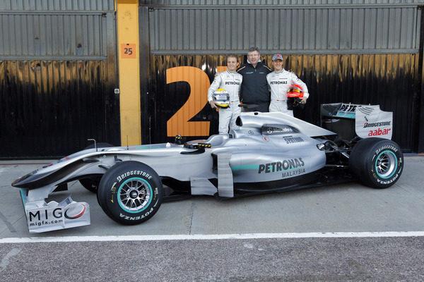 Mercedes presenta el W01 011_small