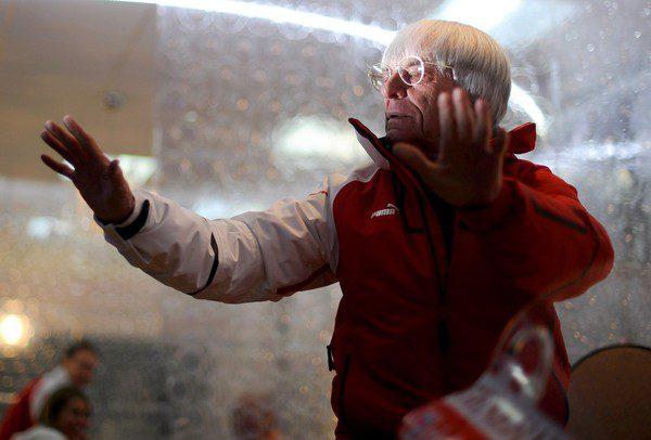 Ecclestone: 'Los nuevos equipos pueden no aparecer hasta China' 001_small