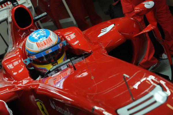 Alonso confía en el F10, pero se muestra cauteloso 001_small