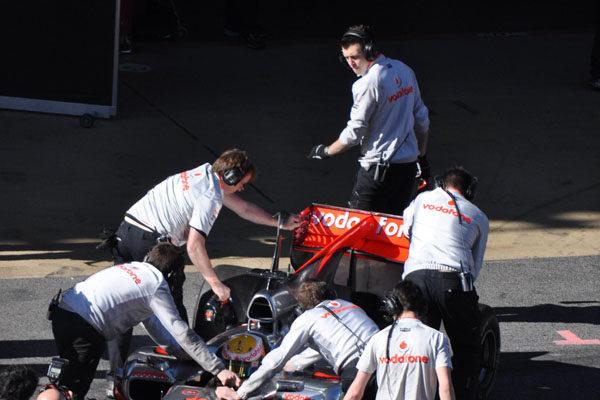 Red Bull y Ferrari piden una aclaración a la FIA sobre el alerón trasero de McLaren 001_small