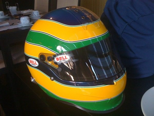 Bruno Senna nos muestra los míticos colores de su casco