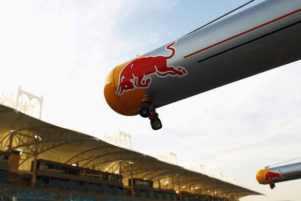 Ron Dennis insinúa que Red Bull tiene un problema con el consumo de su depósito de combustible 001_small