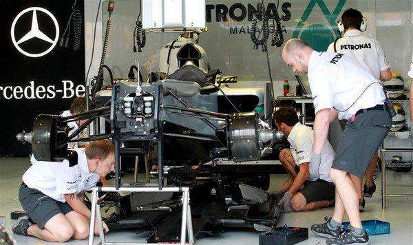 Mercedes podría instalar pronto el conducto en F de McLaren.
