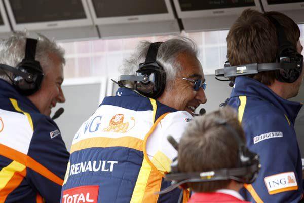 Briatore y Symonds llegan a un acuerdo con la FIA, podrán volver en 2013. 001_small