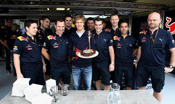 Vettel enfadado con la política del equipo