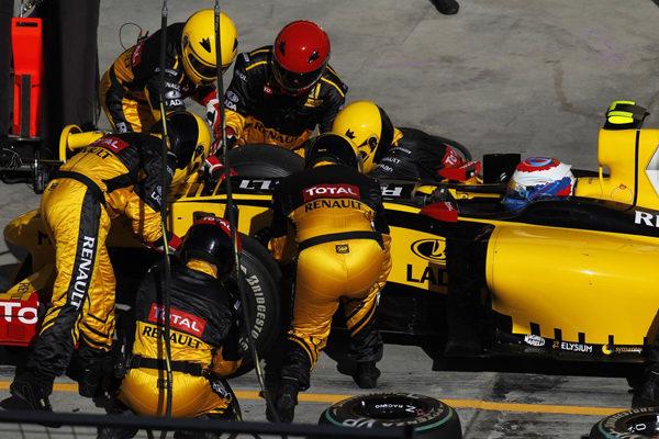 Mercedes y Renault multados con 50.000$