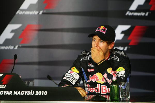 Vettel cree que la FIA actúa con doble rasero