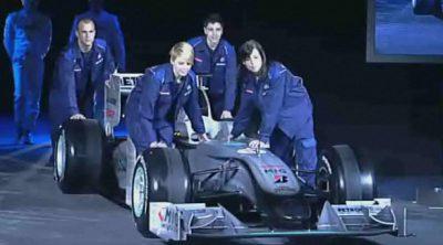 Presentación Mercedes 2010: los jefes y el coche
