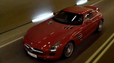 Michael Schumacher conduce el Mercedes-Benz SLS AMG