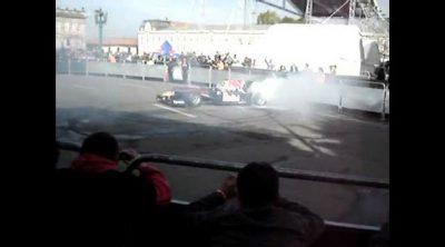 Coulthard con el Red Bull en las calles de Bogotá