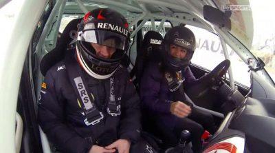 Kimi Räikkönen se parte de risa ejerciendo de copiloto sobre hielo