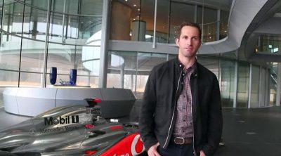 El regatista Ben Ainslie visita la sede de McLaren