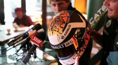 Giedo van der Garde presenta su particular casco para el GP de Malasia 2013