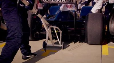 Detrás de cada pitstop de Williams: Adam Johnson, encargado del gato trasero