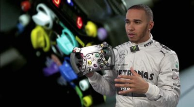 Lewis Hamilton explica las funciones de su volante