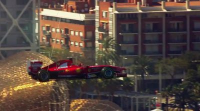 El Ferrari de Fernando Alonso sobrevuela Barcelona