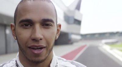 Lewis Hamilton y Stirling Moss comparten experiencias en Silverstone