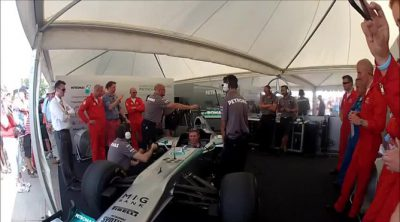 Mercedes sorprende a los miembros de las Red Arrows en Goodwood