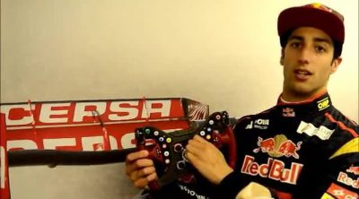 Daniel Ricciardo explica el volante de su Toro Rosso STR9