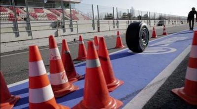 Rosberg y Hamilton usan los Pirelli... para jugar a los bolos