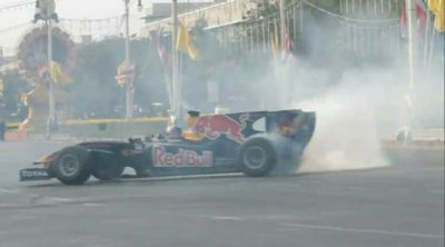 Webber rueda por las calles de Bangkok