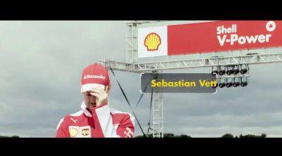 Sebastian Vettel compite a una vuelta a los mandos de una...¡¡ambulancia!!
