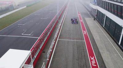 Primeras vueltas del Toro Rosso STR12 en un circuito