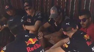 Kvyat, Sainz, Ricciardo y Verstappen desayunan en el desierto de Baréin