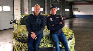 Max Verstappen se pone al volante del Aston Martin Vantage