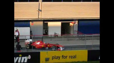 Fernando Alonso sale de su box en Jerez
