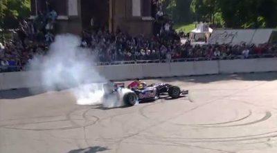 Exhibición de Mark Webber, Jaime Alguersuari y Red Bull en Turín