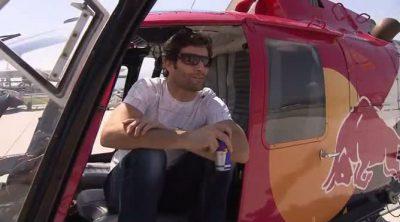 Webber se da una vuelta en uno de los helicópteros de Red Bull