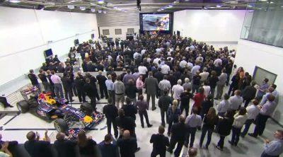 Sebastian Vettel regresa a Milton Keynes tras ganar el Mundial 2011