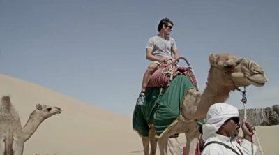 Mark Webber se subió a un camello antes del GP de Abu Dabi 2011