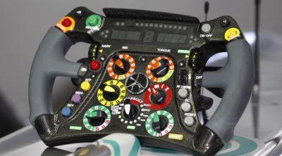 Michael Schumacher explica cómo funciona su volante