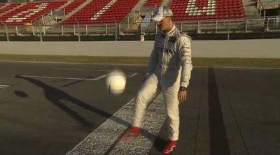 Schumacher y Rosberg demuestran sus habilidades con el balón antes de la Eurocopa 2012
