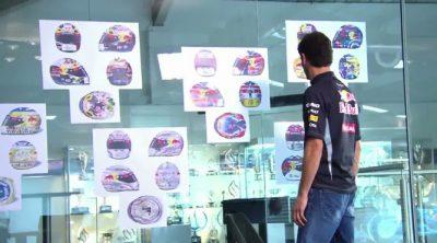 Así escogió Mark Webber su casco para el GP de Singapur 2012