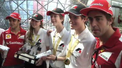 Alonso y Massa visitan de nuevo el Ferrari World de Abu Dabi