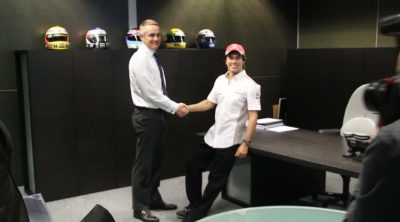 Tras las cámaras: Sergio Pérez visita Woking, la sede de McLaren